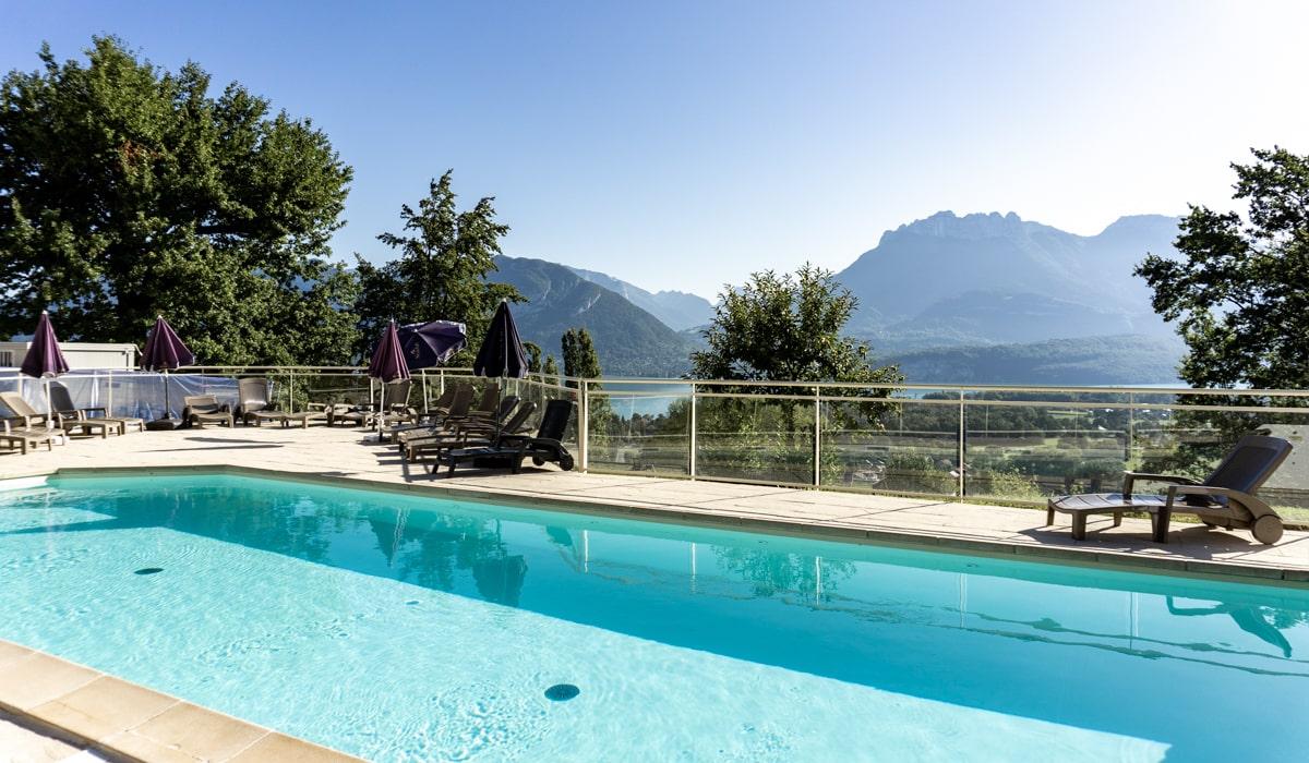 piscine vue lac village-club les balcons du lac d'Annecy