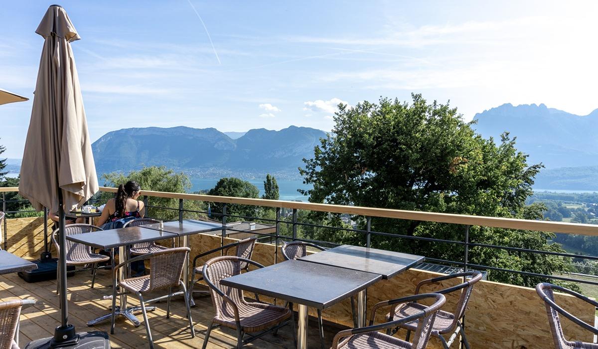 terrasse avec vue lac annecy