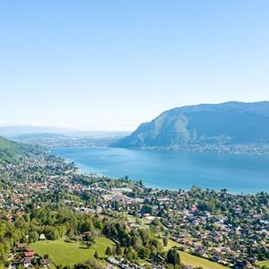 Les Balcons du lac d'Annecy vue drone été