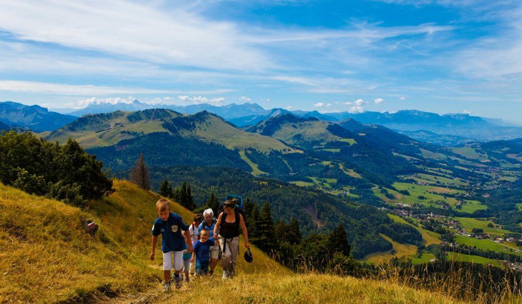 Randonnée en vallée verte près du lac Léman Haute Savoie