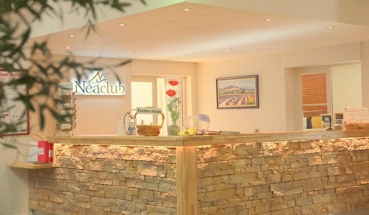 accueil les Lavandes village-club Drôme