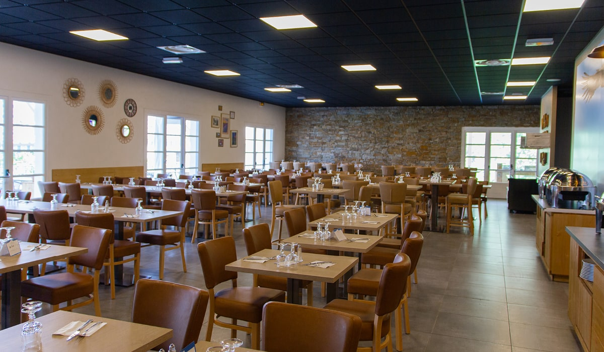 restaurant rénové en village-club en drôme