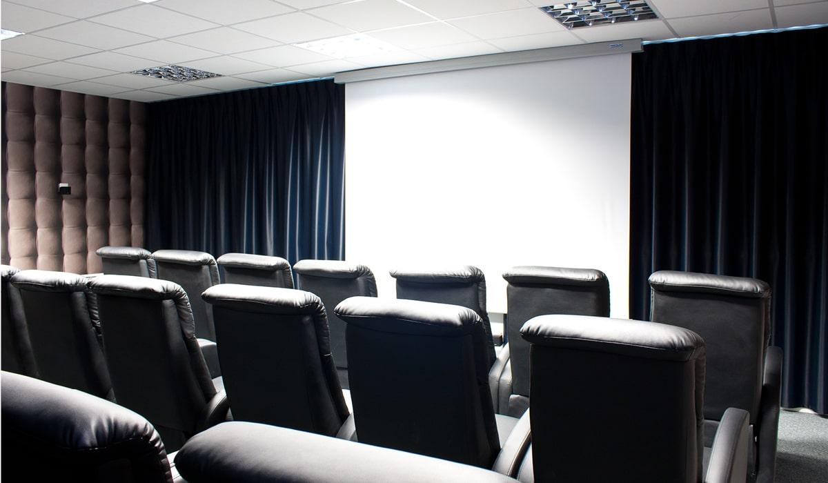 village club avec cinéma