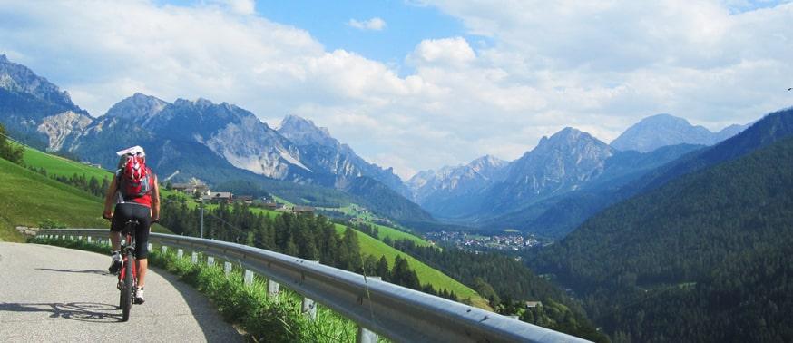 Cyclotourisme dans les Alpes du Léman en vallée verte, haute savoie